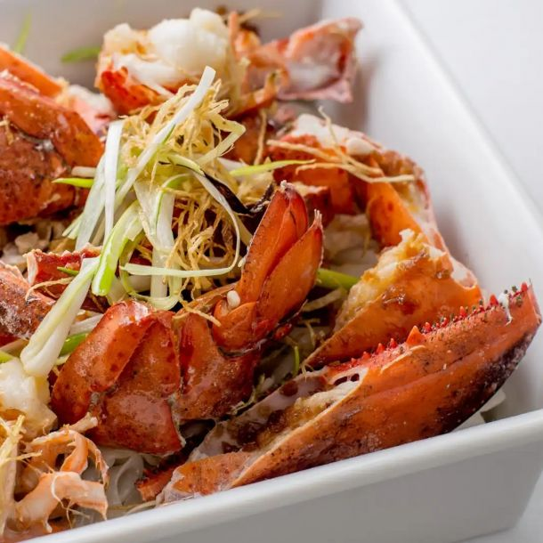 Steamed Lobster with Garlic and Noodles